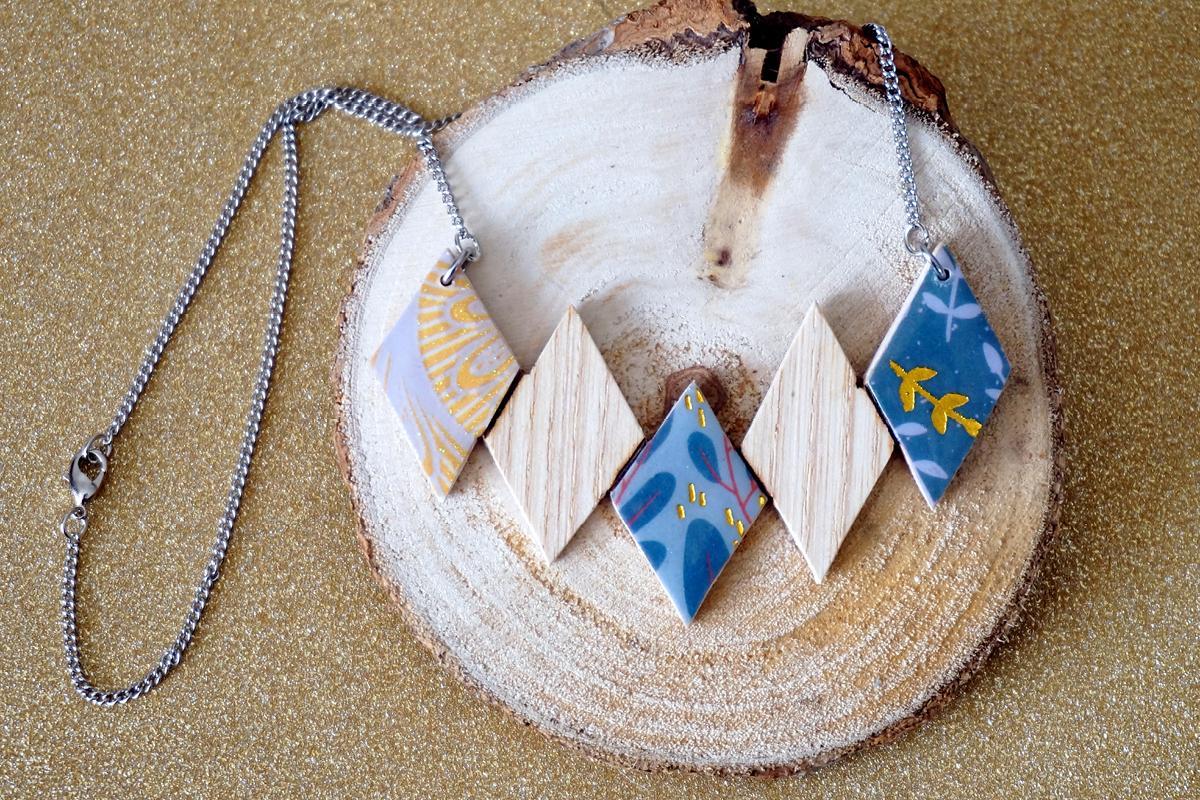 Collier 5 losanges bleu or blanc
