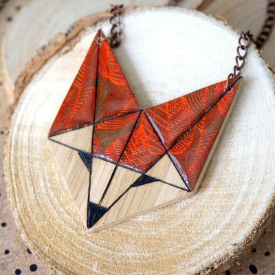 Renard marron motif feuillage orange