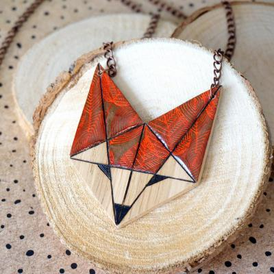 Renard marron motif feuilles orange